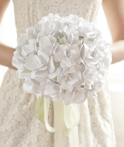 Bó hoa hồng bằng giấy trắng 12042810