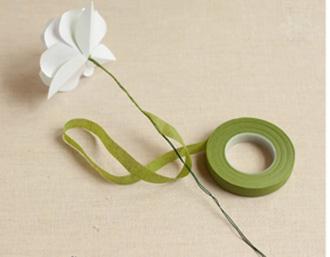 Bó hoa hồng bằng giấy trắng 12042817