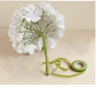 Bó hoa hồng bằng giấy trắng 12042819