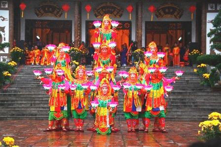 Lễ hội đền Huyền Trân 12988410