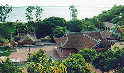 Những ngôi chùa hướng về biển Đông 18041110