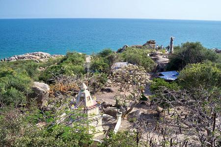 Những ngôi chùa hướng về biển Đông 18041111