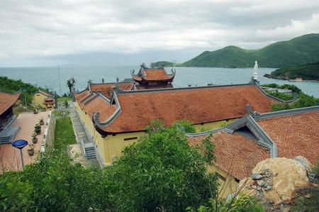 Những ngôi chùa hướng về biển Đông 18041112