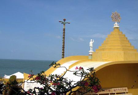 Những ngôi chùa hướng về biển Đông 18041114