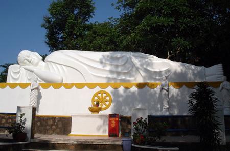 Những ngôi chùa hướng về biển Đông 18041115