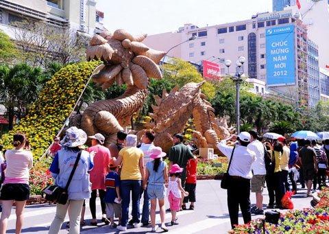 Đường hoa Nguyễn Huệ ngày Tết  20120110