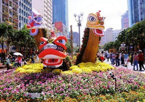 Đường hoa Nguyễn Huệ ngày Tết  20120113