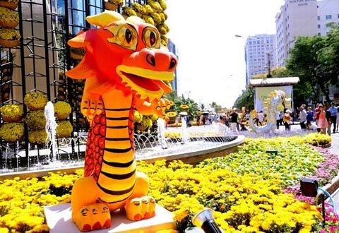 Đường hoa Nguyễn Huệ ngày Tết  20120118