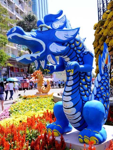 Đường hoa Nguyễn Huệ ngày Tết  20120120