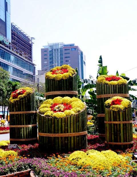 Đường hoa Nguyễn Huệ ngày Tết  20120121