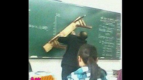 Những tư thế giảng bài 'độc' của giáo viên  20120413