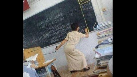 Những tư thế giảng bài 'độc' của giáo viên  20120415