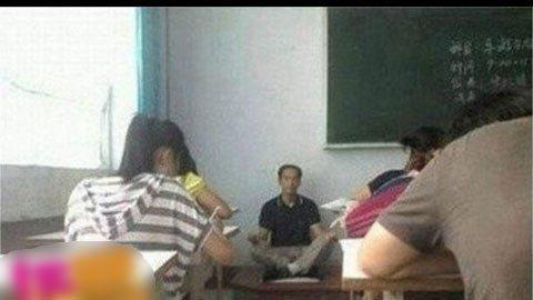 Những tư thế giảng bài 'độc' của giáo viên  20120420