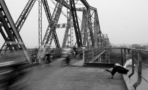 Vẻ đẹp cây cầu Long Biên 100 năm tuổi _htv0911