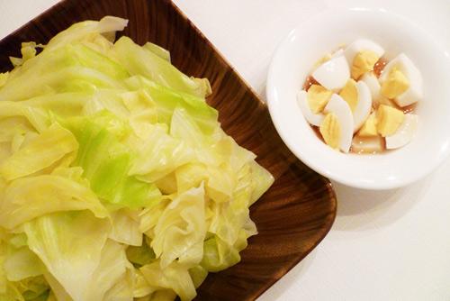 Bắp cải luộc chấm nước tương trứng B110