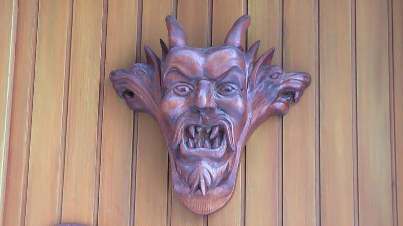 La légende du diable à quatre cornes Imga0110