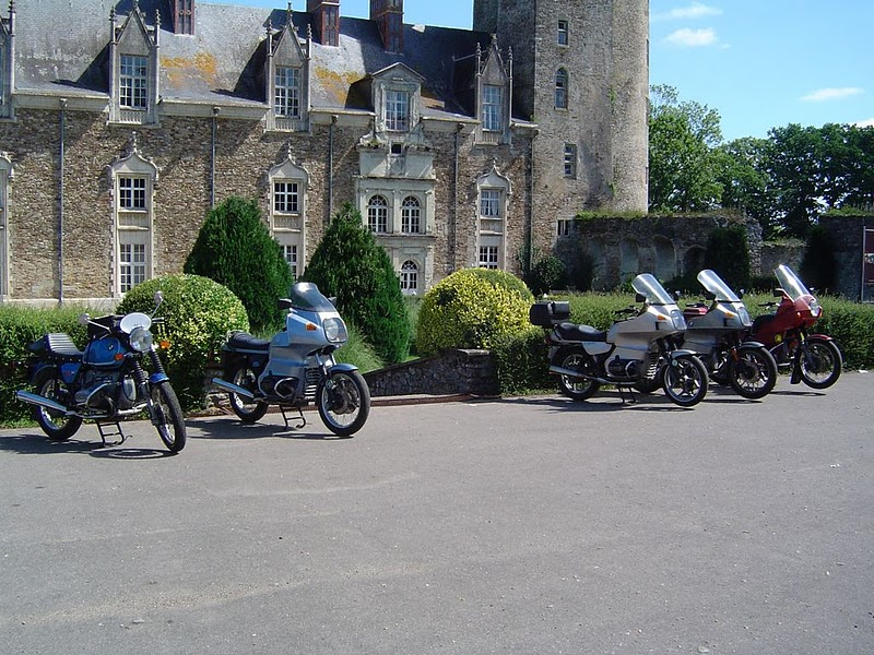Photos de vous et de votre moto devant ....un château  11081513
