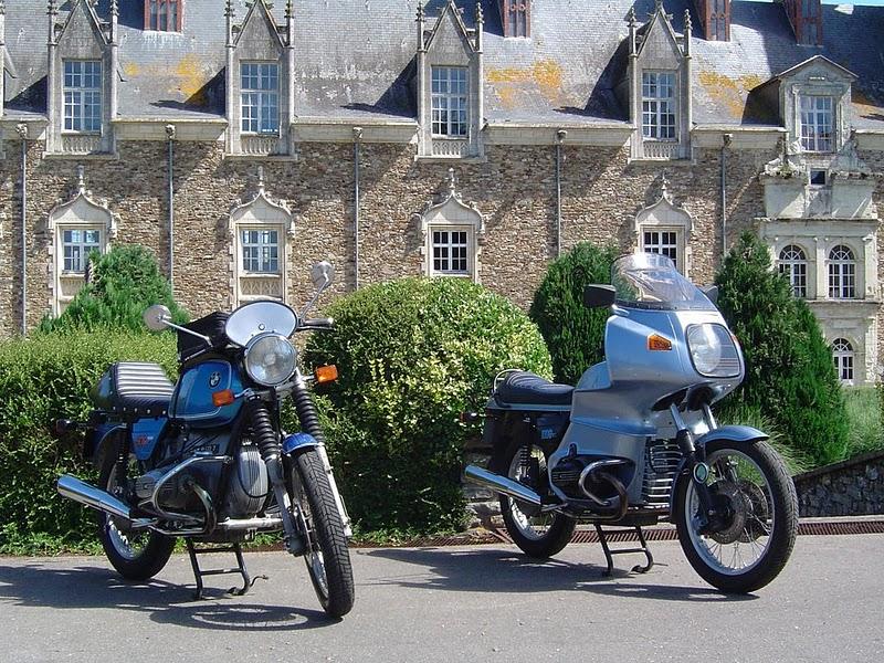 Photos de vous et de votre moto devant ....un château  11081514