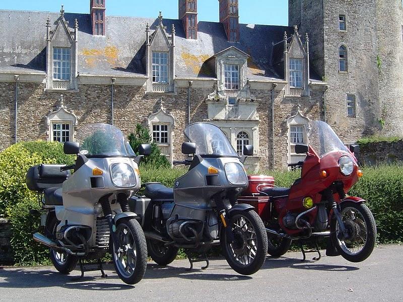 Photos de vous et de votre moto devant ....un château  11081515