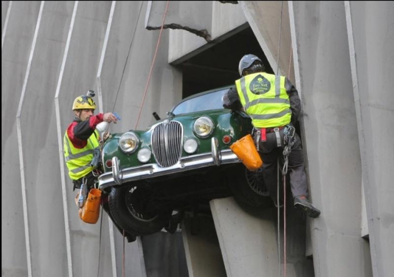Jaguar accidentée à Bordeaux, Gironde - France 06-11-10