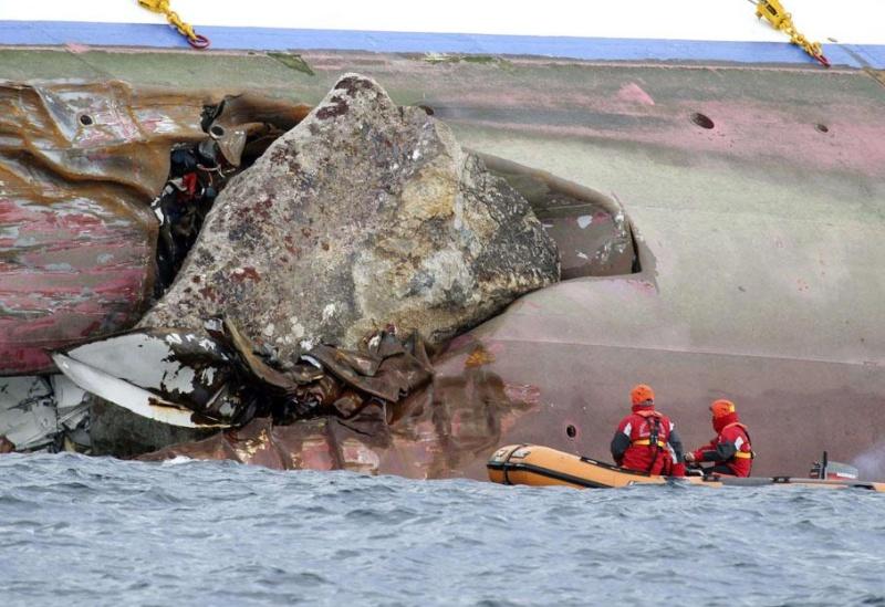 L'épave du Costa-Concordia. Un paquebot géant s'échoue en Italie - Page 2 25802910