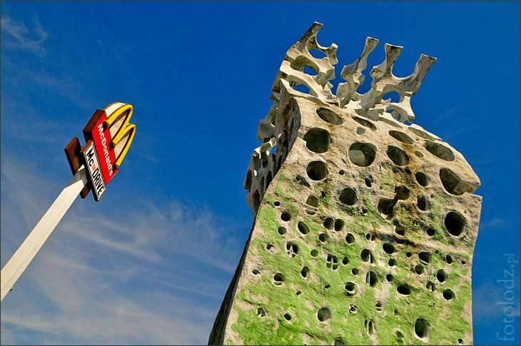 """""""Monument"""" de Mc Donald's"""" - Lodz - Pologne 26048511"""