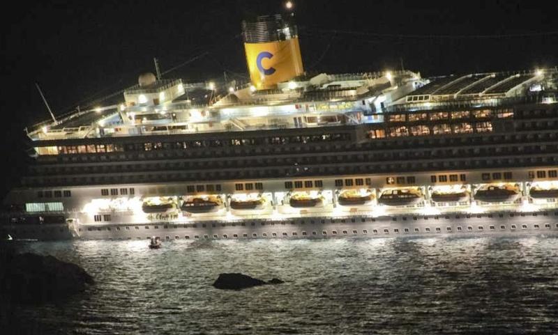 L'épave du Costa-Concordia. Un paquebot géant s'échoue en Italie 64892910