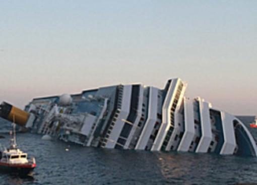 L'épave du Costa-Concordia. Un paquebot géant s'échoue en Italie 64892911