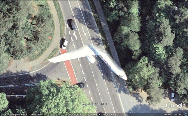Demi-avion à Cologne, Rhénanie-du-Nord-Westphalie - Allemagne [Bugs, collages] Demi_a10