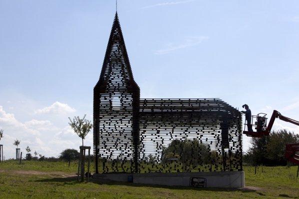 """""""Reading between the lines"""" l'église transparente - Looz - Belgique Dsdm3610"""