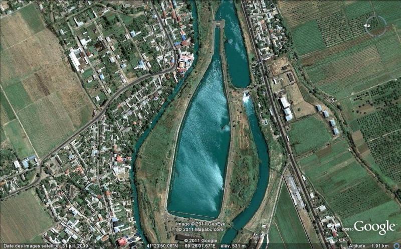 Les objets familiers vus sur Google Earth : écrous - tapis - planche... & caetera - Page 6 Ge_bou10