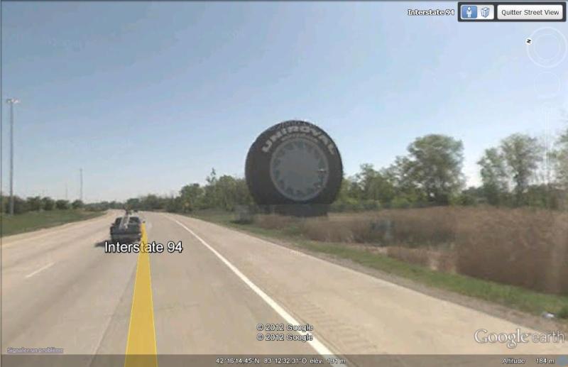 Quelqu'un a besoin d'un pneu ? Un modèle géant d'Uniroyal à Detroit, Michigan - USA Svpneu10