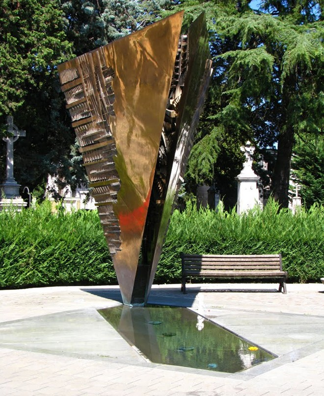 Arnaldo Pomodoro, profession: sculpteur. Tombe_10