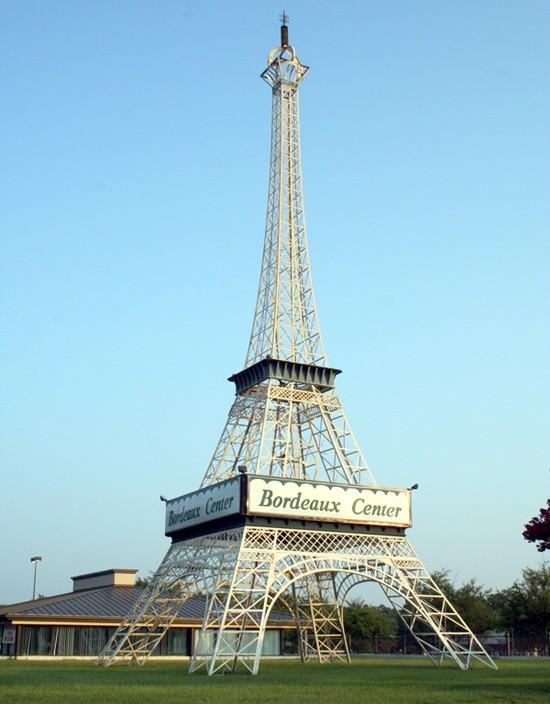 Répliques de notre Tour Eiffel dans le monde - Page 10 Tour_e11