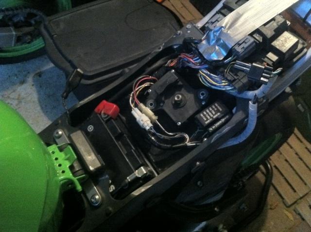 [TUTO] Suppression moteur de valve Kawasaki sans voyant FI Img_1524