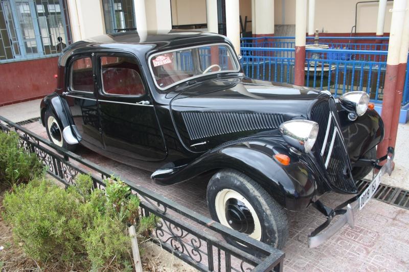 Les anciennes voitures à l'honneur à Dellys. Voit210
