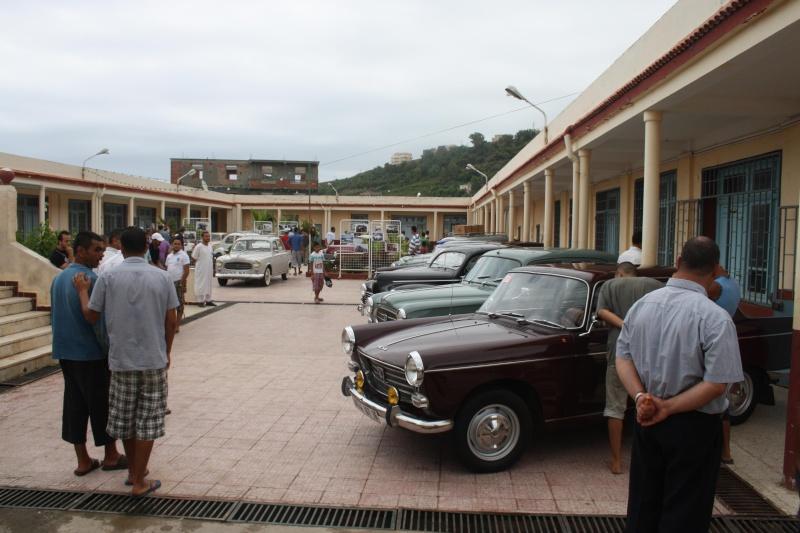 Les anciennes voitures à l'honneur à Dellys. Voit810