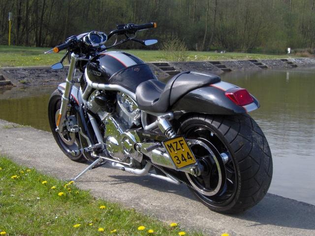 V-ROD combien sommes-nous sur le Forum Passion-Harley Hpim0712