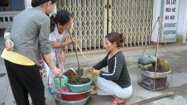 Gánh ỐC bán dọc đường NGUYỄN CÔNG TRỨ. Qaocnc10