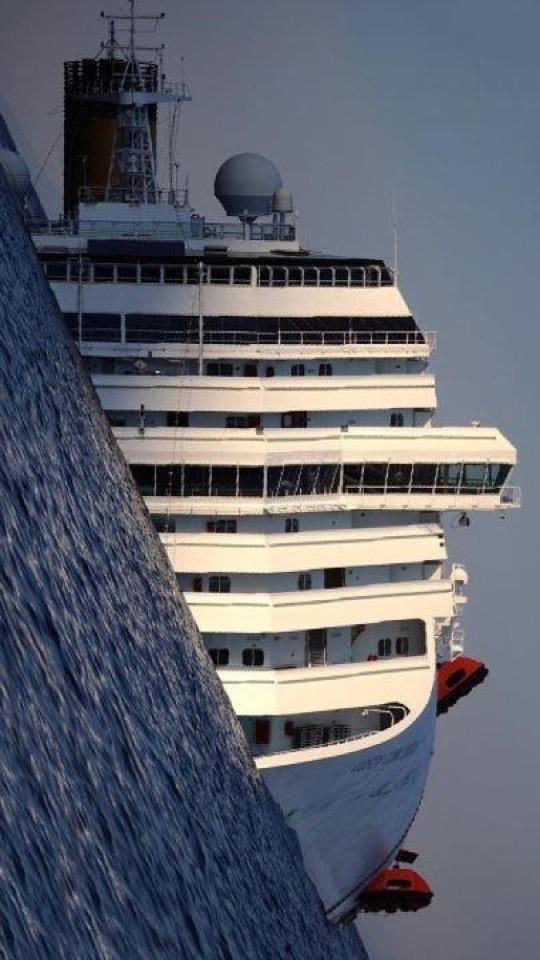 L'épave du Costa-Concordia. Un paquebot géant s'échoue en Italie - Page 3 40254510