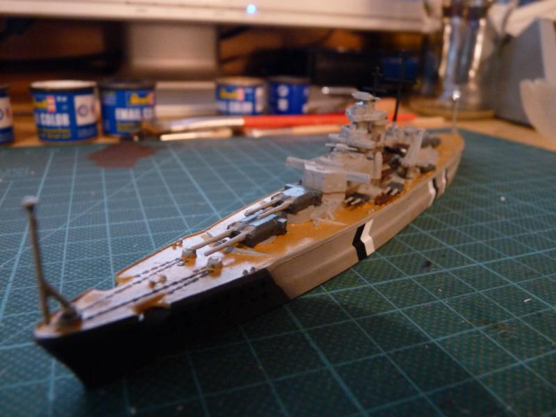 Schlachtschiff Bismarck - Revell 1:1200 P1030710