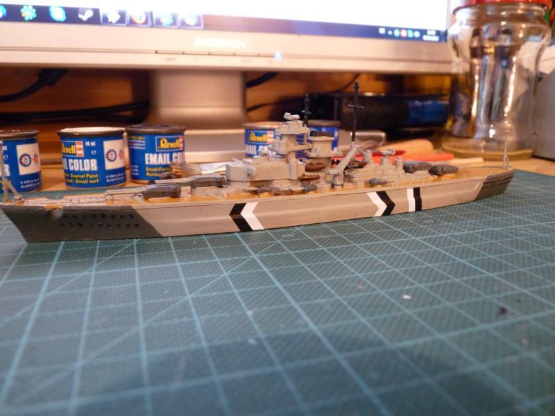 Schlachtschiff Bismarck - Revell 1:1200 P1030714