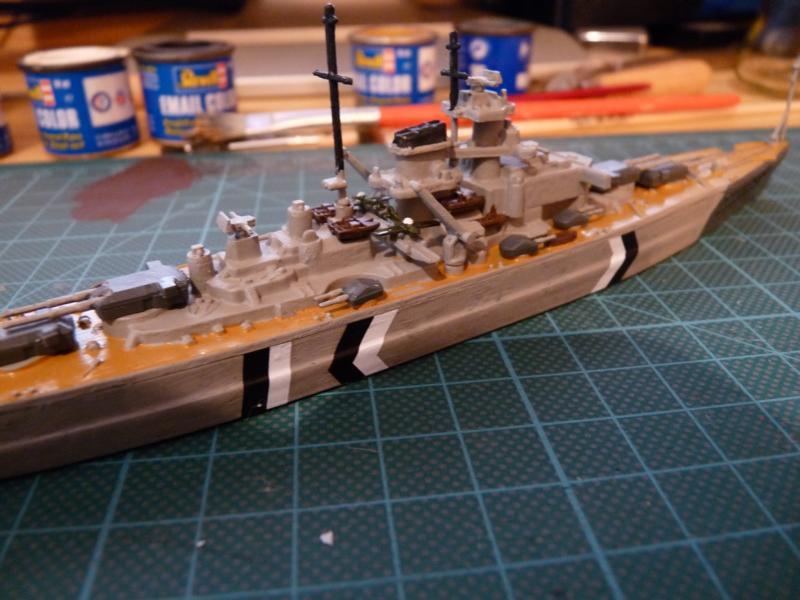 Schlachtschiff Bismarck - Revell 1:1200 P1030718