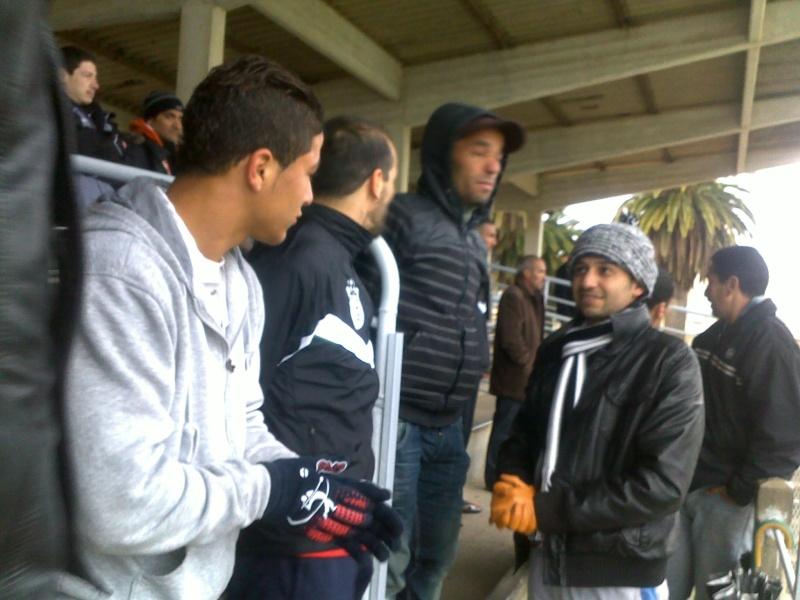 les supporters d'Aokas, les requins, avec les joueurs de l'ASO Chlef (rencontre CRBAokas-CR Thameur) 03022010