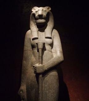 Perenditë Egjiptiane  Sekhme10
