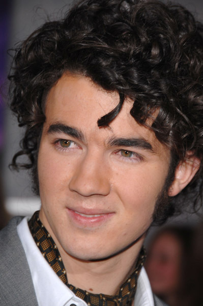 Jonas Brother Fanclub! - Page 3 Kevin10