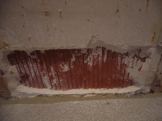 Plinthes en carrelage enlevées : plâtre tombé ! Plinth10