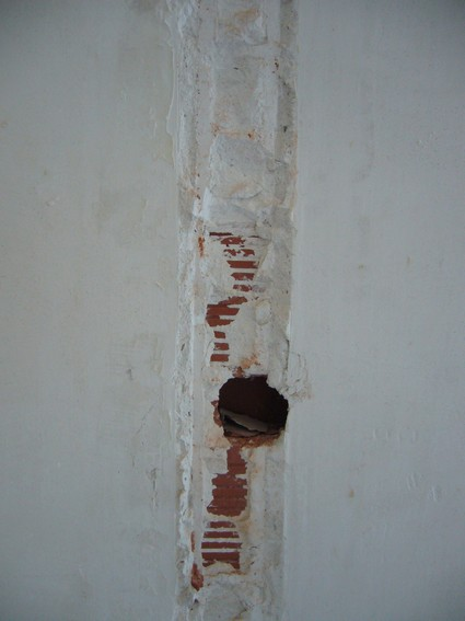 Cloison enlevée : comment reboucher les tours ? Rebouc11