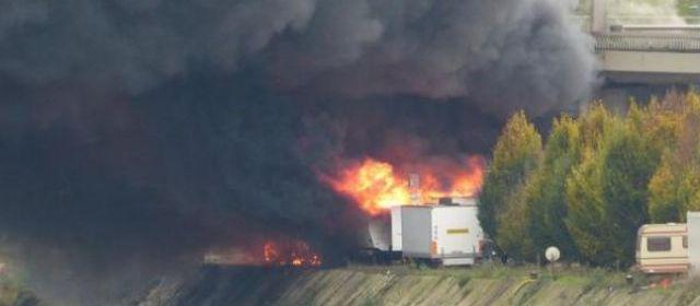 Rouen : un camion-citerne plein de carburant en feu sur le pont Mathilde 22754610
