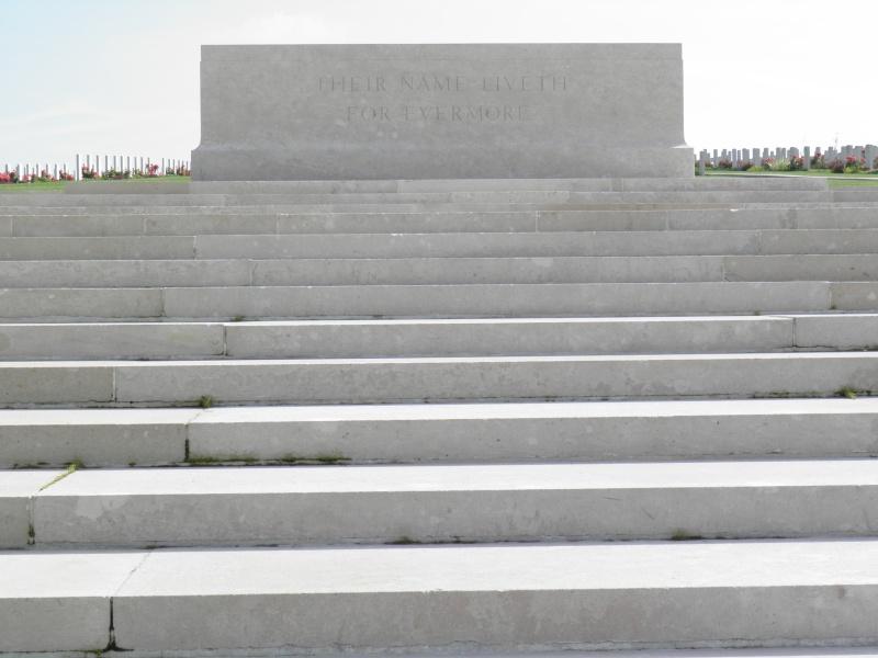 A la découverte des mémoriaux et cimetières militaires P9040111